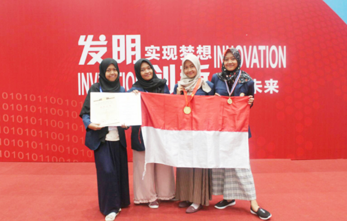 Mahasiswa Fkp Universitas Airlangga Sabet Gold Medal Dengan Inovasi Teh Diabetes Dalam World Invention & Innovation Forum 2018